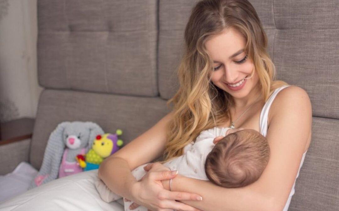 Bijna de helft van moeders die borstvoeding geven voelt zich ongemakkelijk
